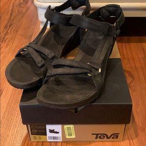 Teva ladies black sandles Sz 8.5 NWB